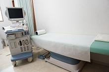 第2診察室では腹部超音波検査、心電図検査等を行えるようになっております。